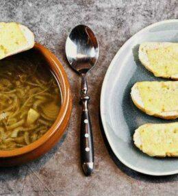 schnelle Zwiebelsuppe für unerwarteten Besuch oder zwischendurch