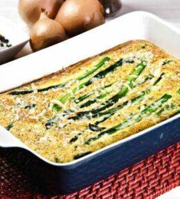 Spargel Frittata mit Erbsen und Käse