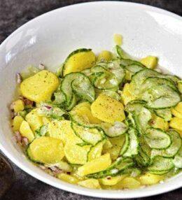 Kartoffel Gurken Salat, einfache Beilage, so gelingt er!
