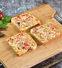 Pizza Toast, mischen, streichen und ab in den Ofen