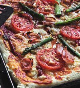 Pizza vom Blech, quadratisch, praktisch, gut