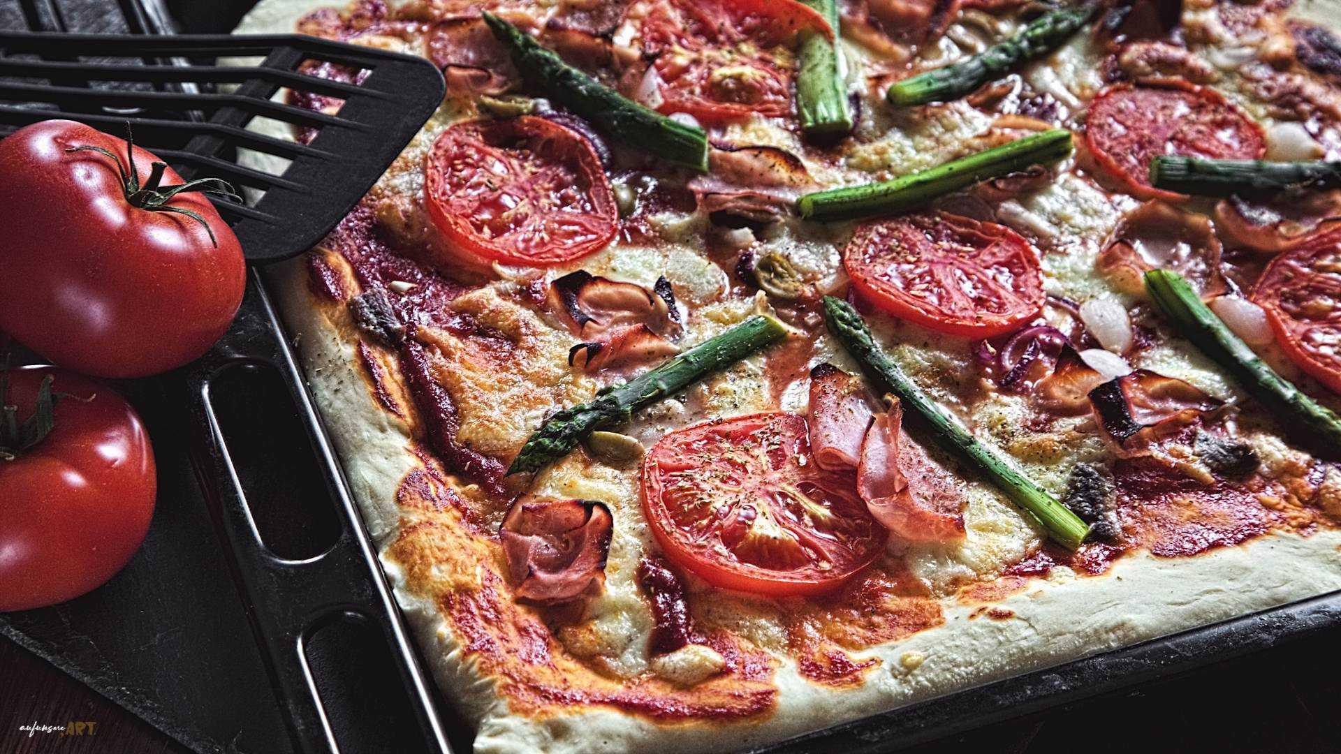 Pizza vom Blech, einfach, praktisch, extrem gut!