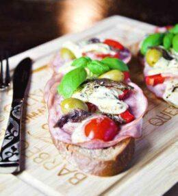 warmes Antipasti Brot oder der RUMFORT Genuss