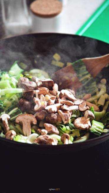 Asia Nudelpfanne mti Gemüse Abbildung 5