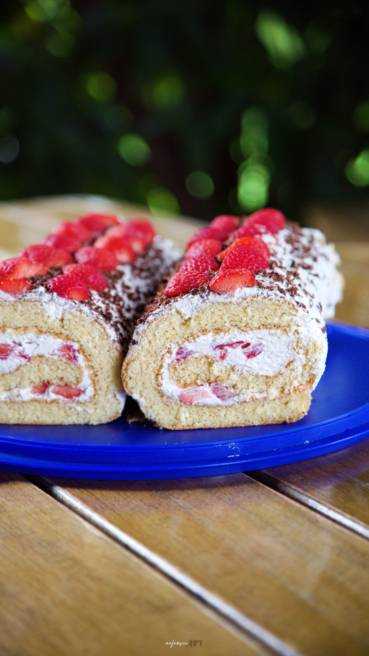 Biscuit Roulade Erdbeeren Abbildung 2