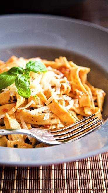 Tagliatelle Knoblauch Tomate Pesto Abbildung 3