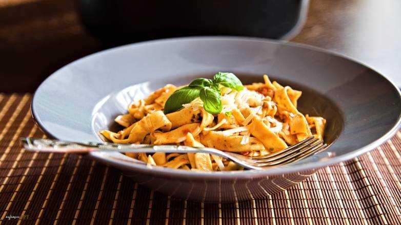 Tagliatelle Knoblauch Tomate Pesto Rezept