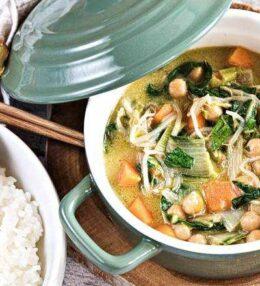 Grünes Gemüse Curry vegan und wunderbar einfach