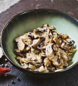 Champignon Zwiebel Beilage oder Soße, die schnelle Variante