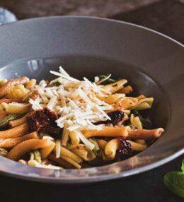 Pasta Colorata Pomodori Secchi all Aglio, einfach schnell