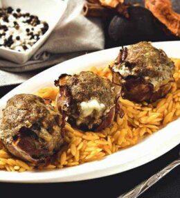 Mozzarella Fleischbällchen auf Kritharaki, einfach pikanter Genuss