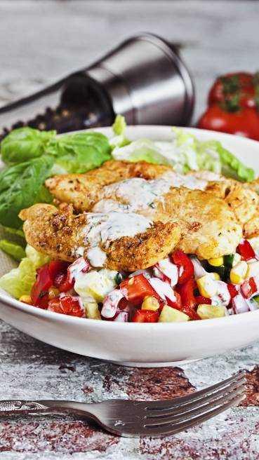 Salat mit Huehnerstreifen gegrillt Abbildung 1