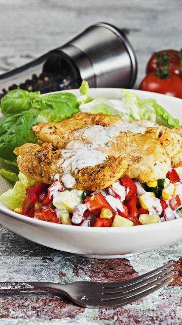 Salat mit Huehnerstreifen gegrillt Abbildung-2