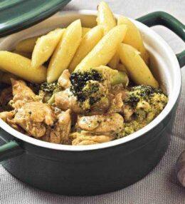 Schupfnudel Huhn Brokkoli Pfanne in Sahne-Zwiebel-Soße