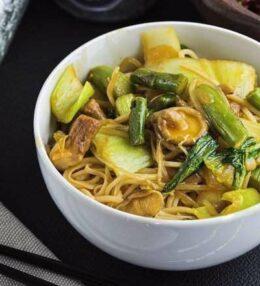Kokos Spargel Curry, ein aromatischer Traum mit Wok Nudeln, ganz einfach!