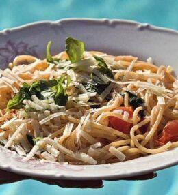 Sommer Spaghetti, ein einfaches und erfrischendes Rezept, schnell gemacht
