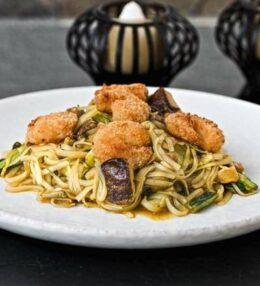 Reisnudeln Shrimps gebacken und wenig Zeit? Ein schnelles Gericht!