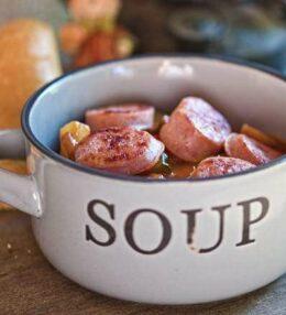 Letscho Suppe mit Bratwursteinlage, der pikante Suppengenuss 2.0
