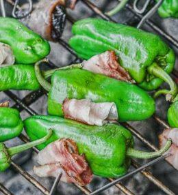 Gegrillte Paprika mit Speck, die schnelle Beilage, wunderbar einfach!